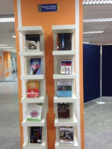 New books display rack at Level 1